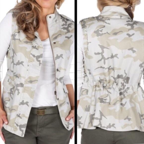 Max Jeans Jackets & Blazers - NWOT Max Jeans Camo Vest
